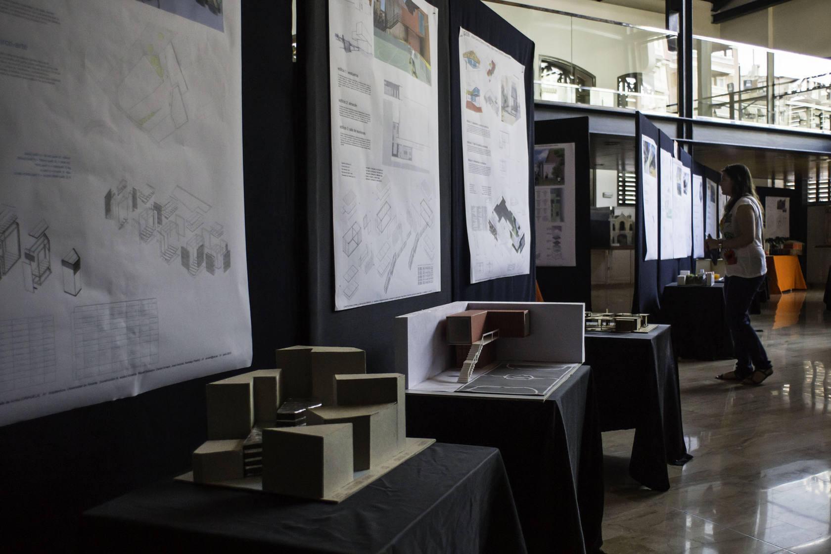 Exposición de La Lonja sobre la calle Arriba