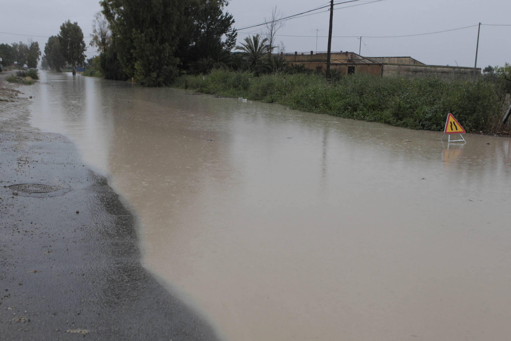 Cortes de carreteras y apagones por la lluvia en Lorca
