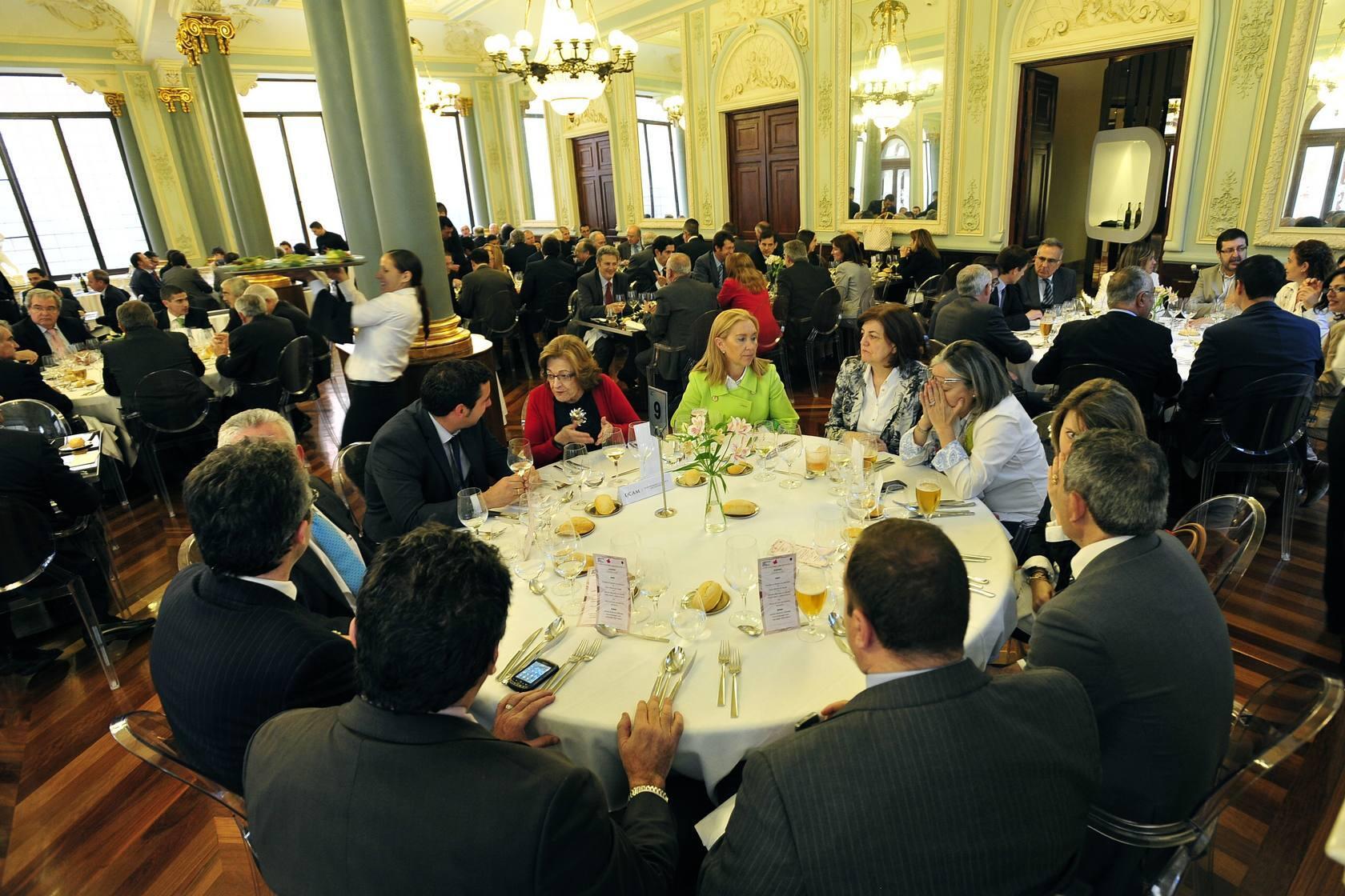 Manuel Pizarro, en la comida coloquio del Foro Nueva Murcia