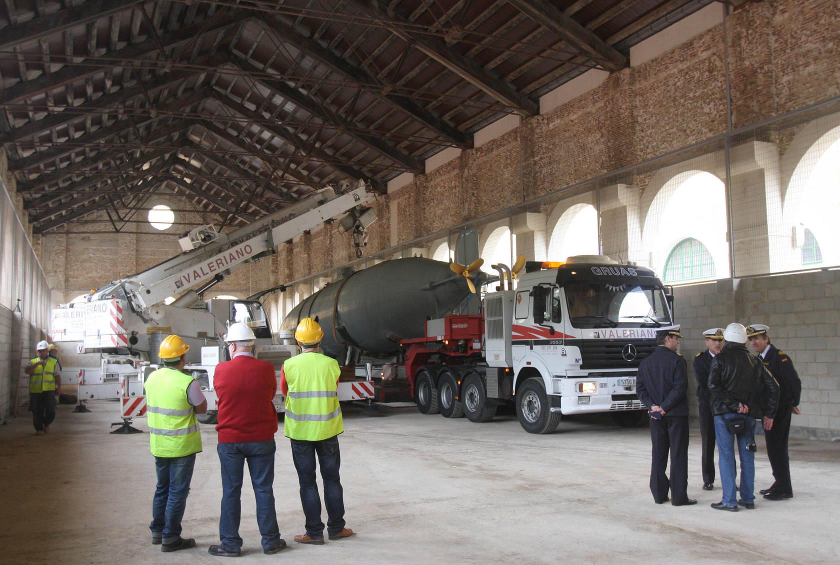 Traslado del Submarino Peral desde el Paseo del Muelle al Arsenal Naval