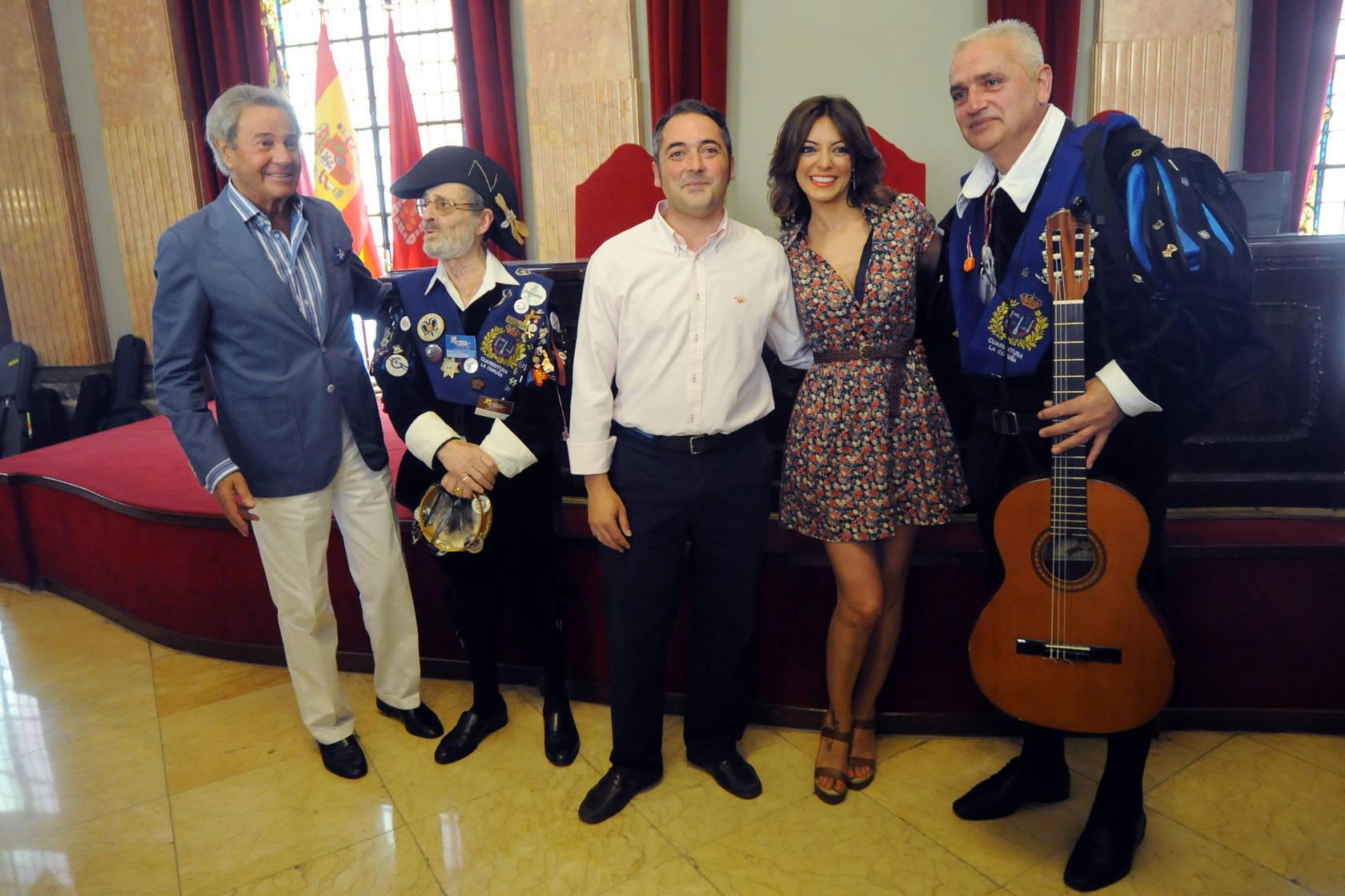 Arturo Fernández y Merche se arrancan a bailar a ritmo de bandurrias y panderetas