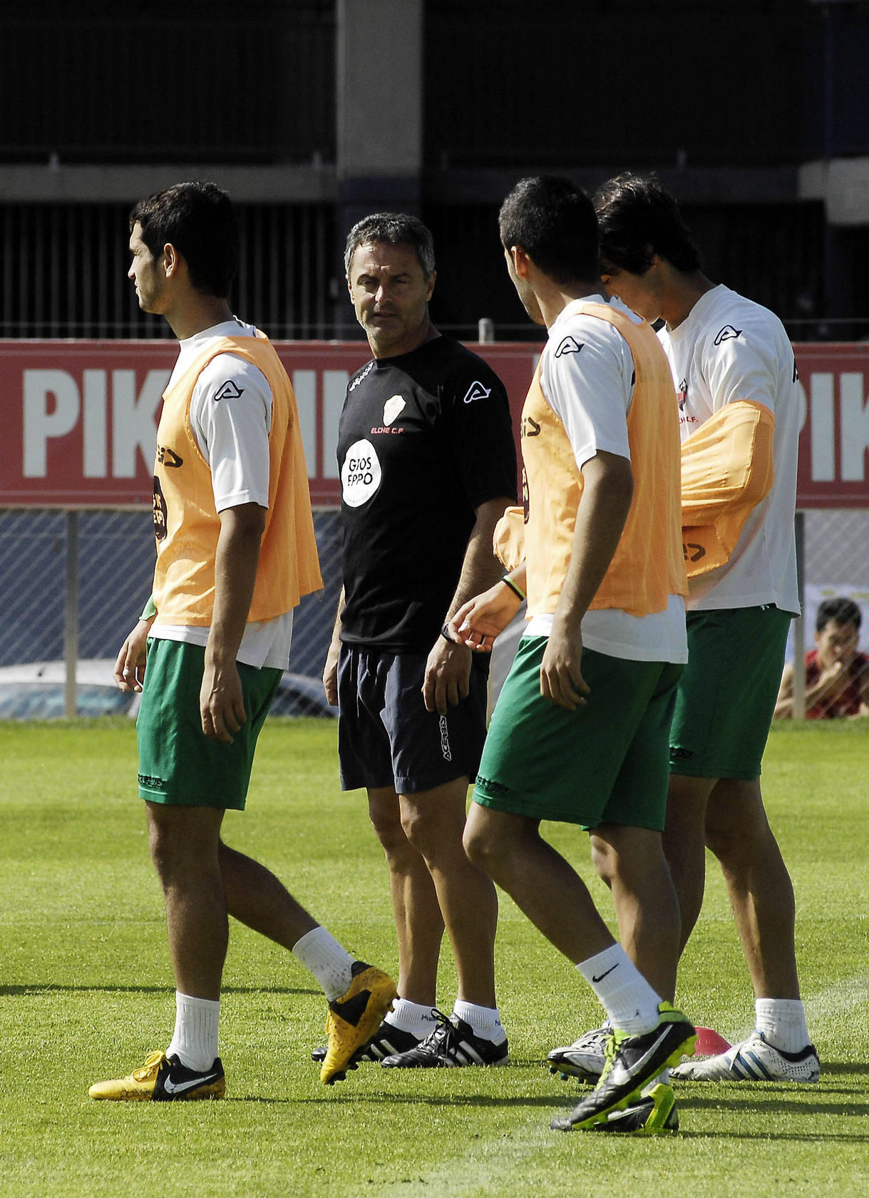 Entrenamiento del Elche en el campo anexo al Mart&iacute;nez Valero