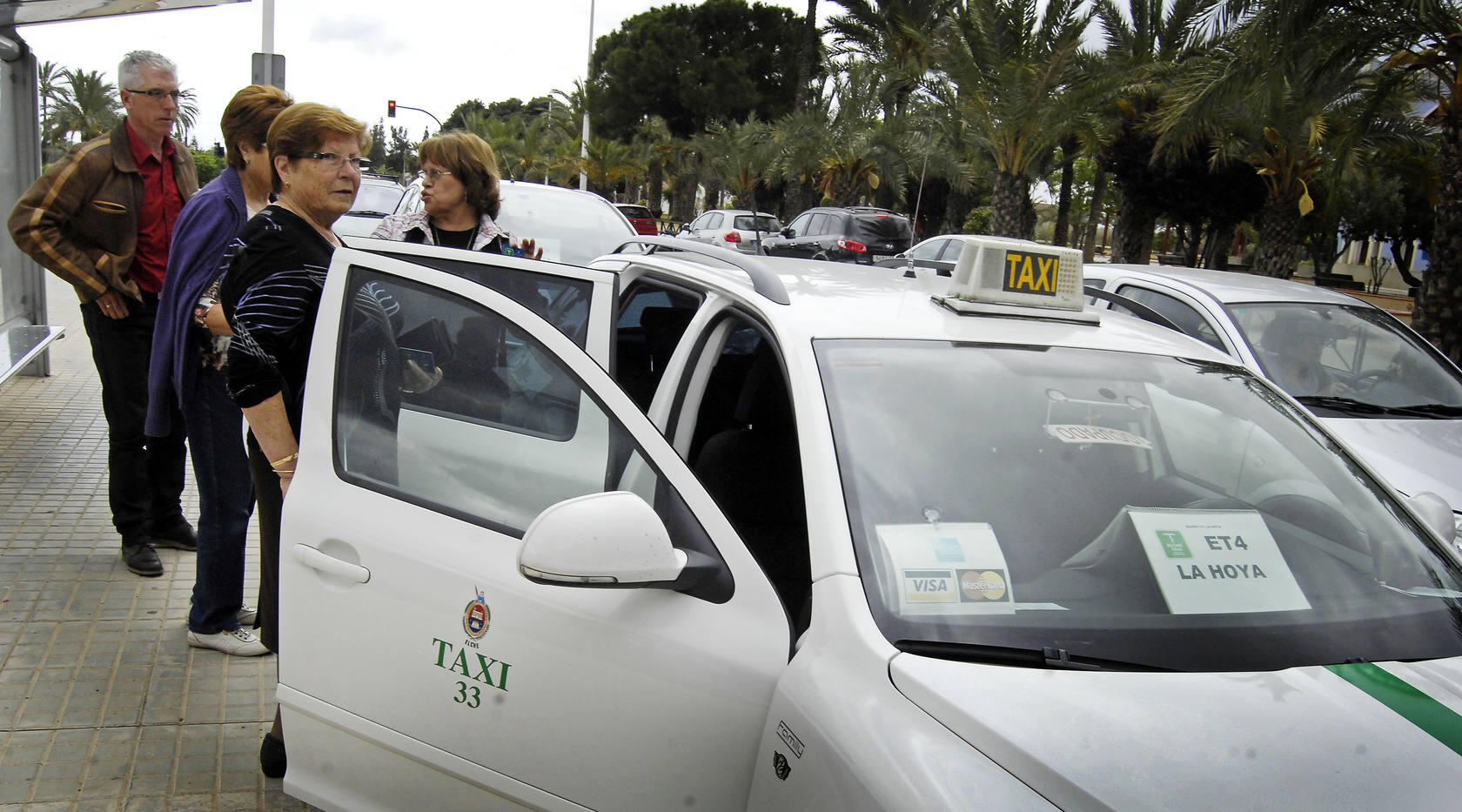 El servicio de Elche Taxi se pone en marcha con 50 personas inscritas