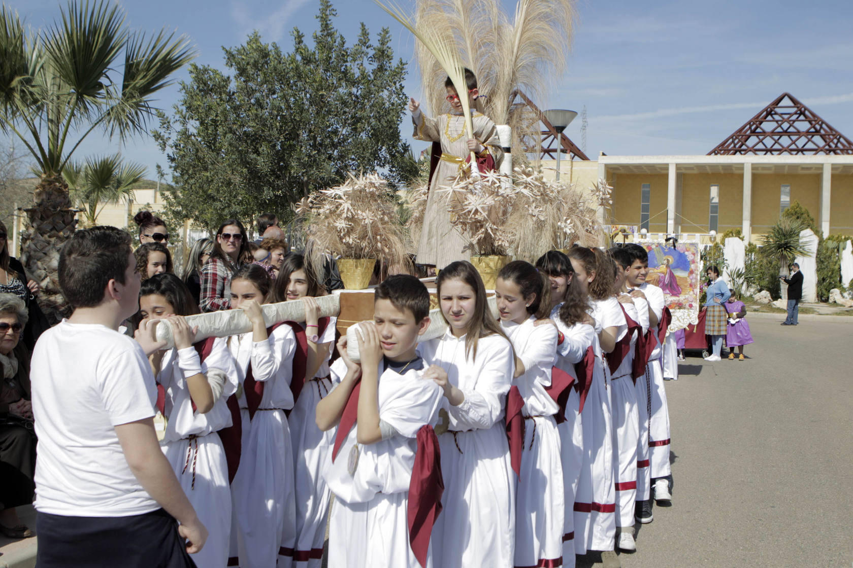 Procesi&oacute;n de los alumnos del Colegio Ciudad del Sol