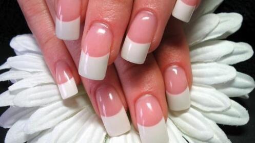 Manicura con uñas de Gel.