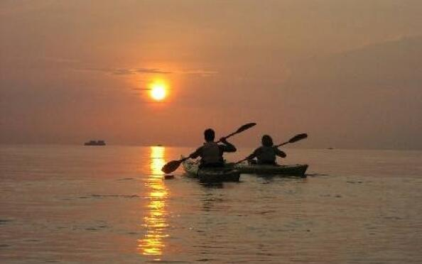 Relájate en La Manga, comida, hamaca y kayak para 2