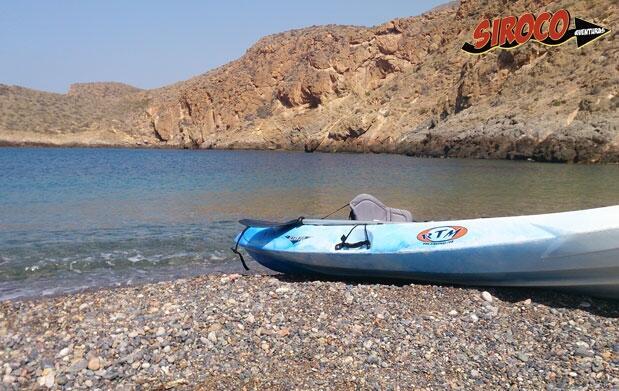 Excursión en kayak, snorkel y escalada