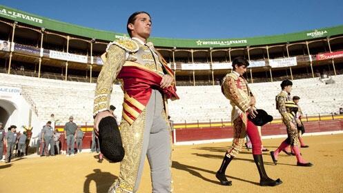 Novillada y debut con caballos: Toñete, Fran Ferrer y Ramón Serrano