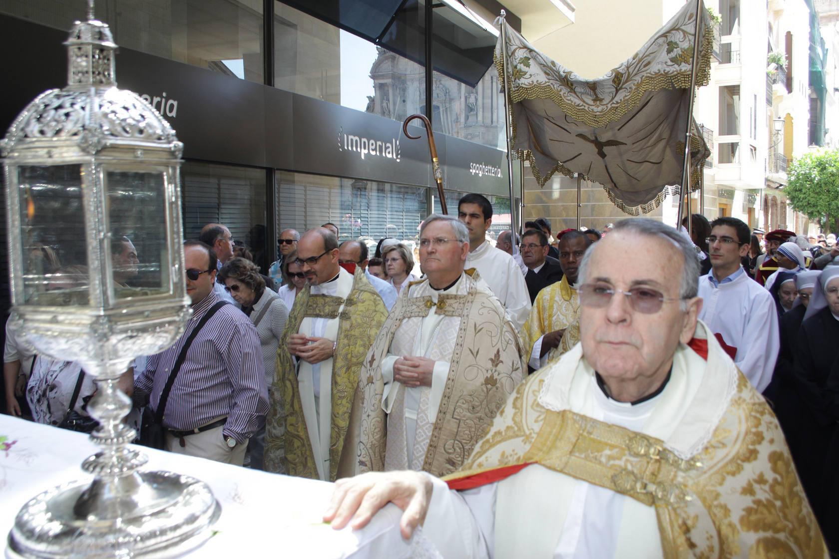 La procesión del Corpus recorre las calles de Murcia
