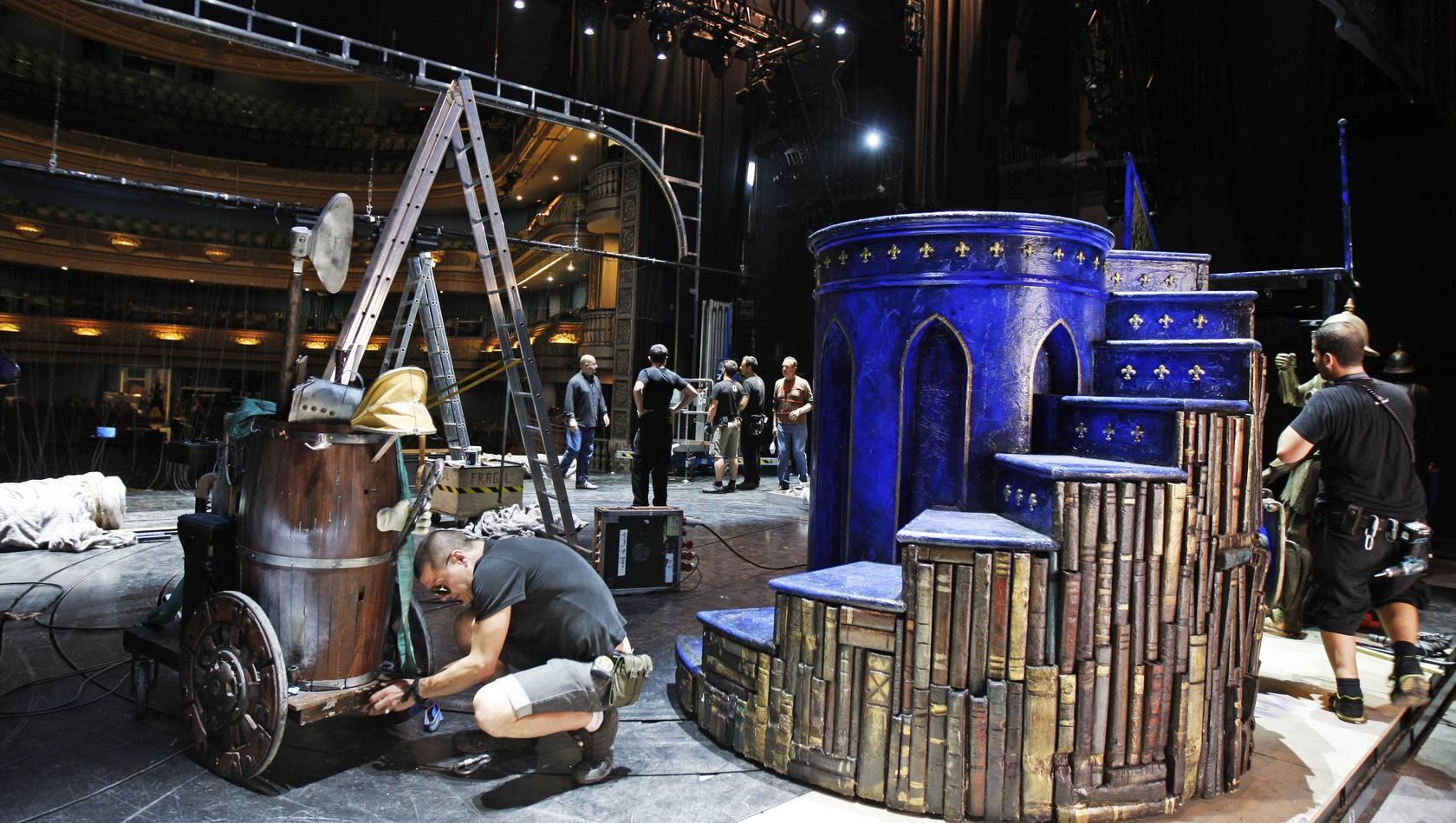 70 personas trabajan en el montaje de 'La Bella y la Bestia'