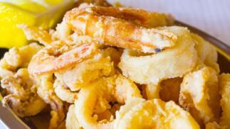 Club Naútico Los Urrutias: Menú con entrante, fritura de pescado, postre, café y bebida