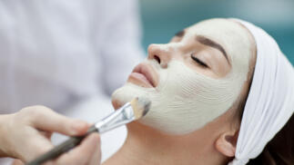 Limpieza facial con extracción, mascarilla y masaje cervical