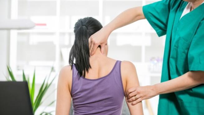 Ajuste quiropráctico con examen completo, informe y recomendaciones