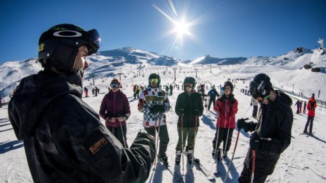 Sierra Nevada: cursillo grupal ski/snow + equipo
