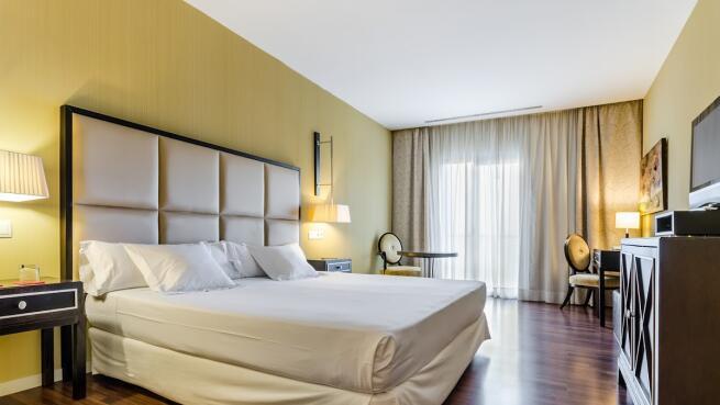 Hotel 525: Escapada con desayuno buffet y Spa